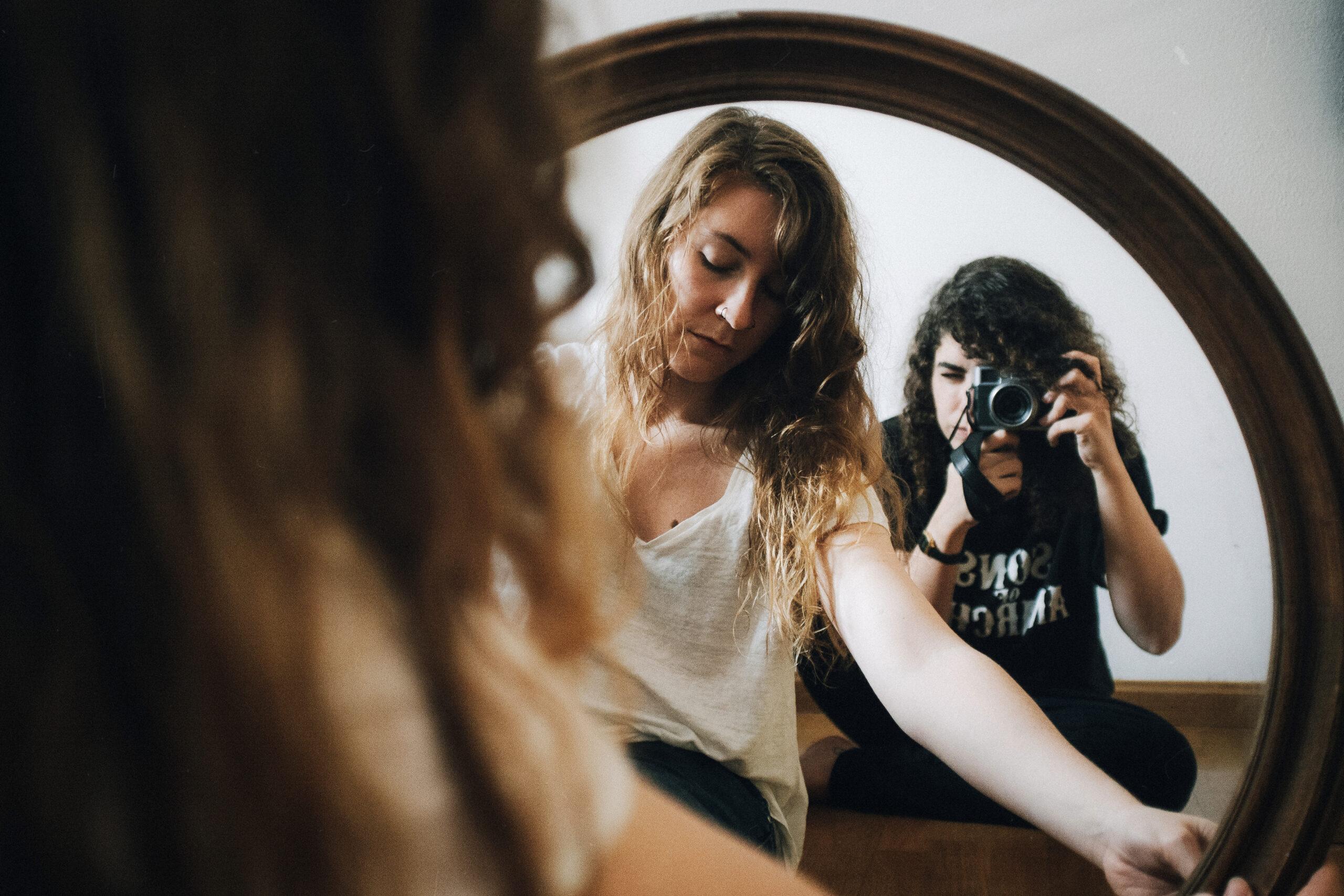 Ana Escario y Adela Moreno – El Estudio(1)